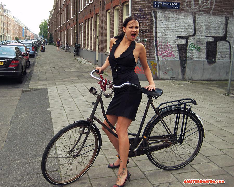Kız ve bisikleti